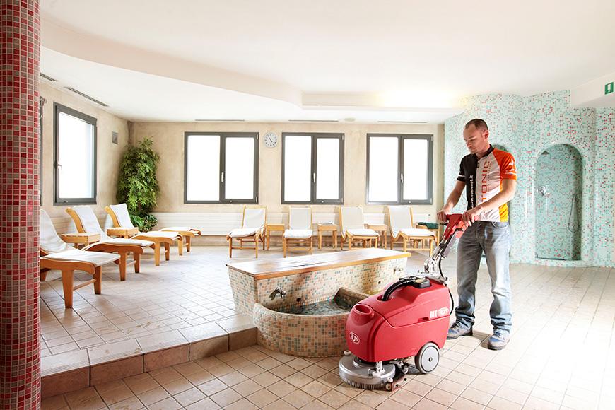 La pulizia di hotel, strutture ricettive, alberghi: pulire i pavimenti