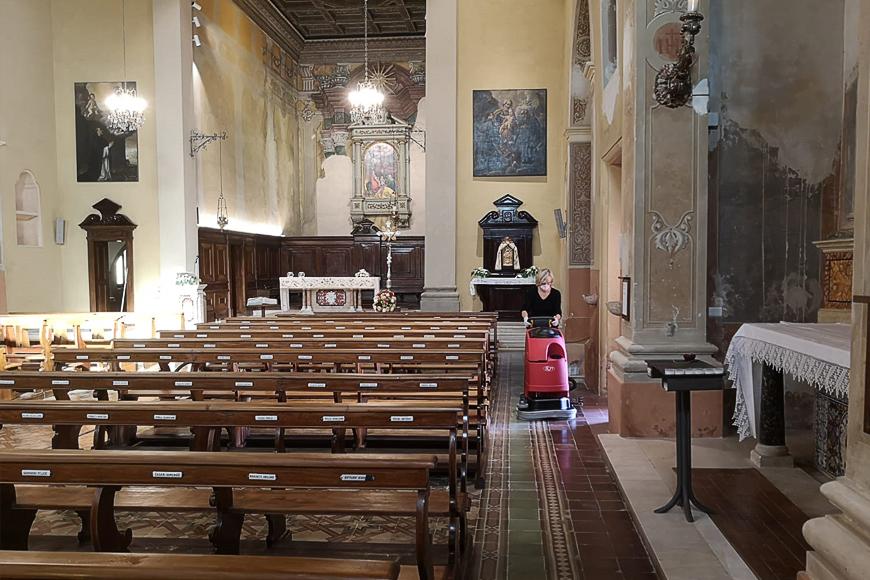 Limpieza de iglesias: pisos duros y fregadoras